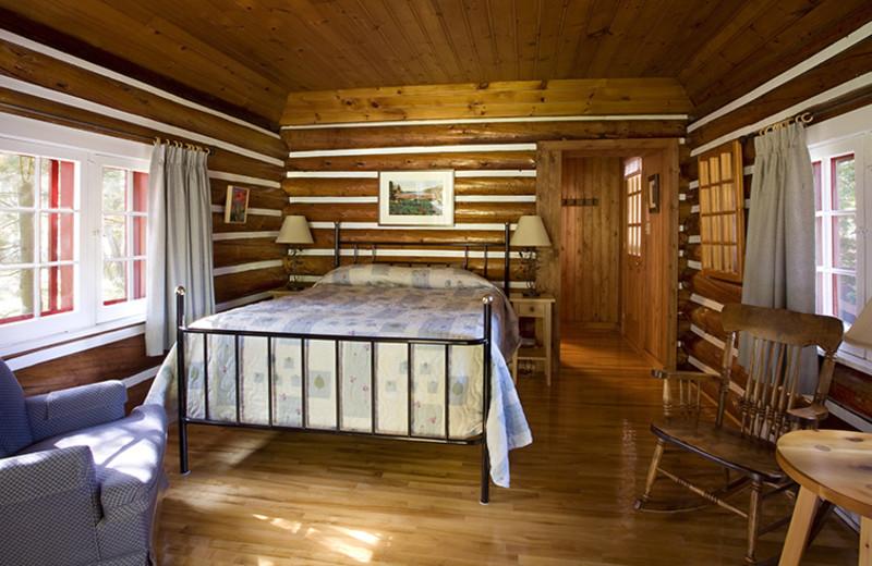 Cabin bedroom at Killarney Lodge.