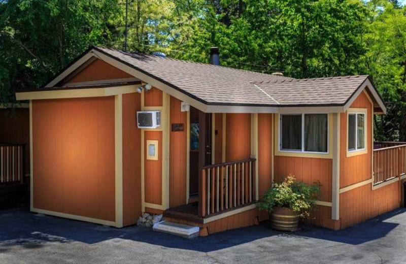 Cabin Rental at Sleepy Hollow Cabins & Hotel