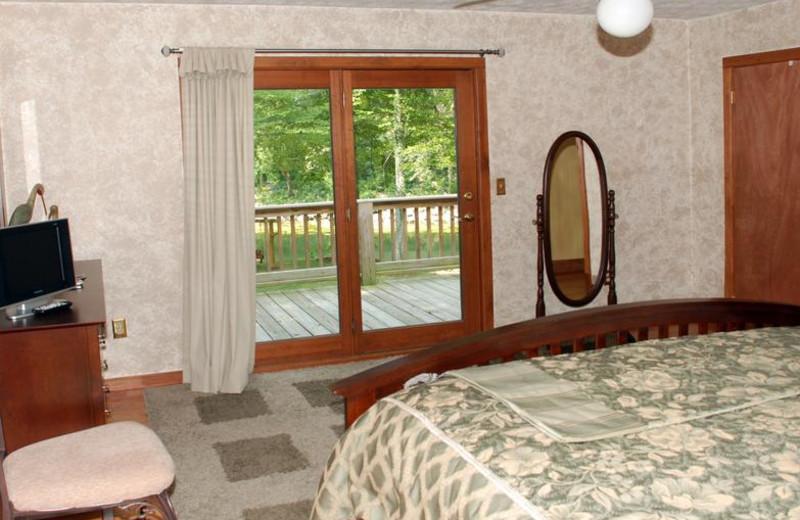 Cottage bedroom at Greenbrier River Retreat.