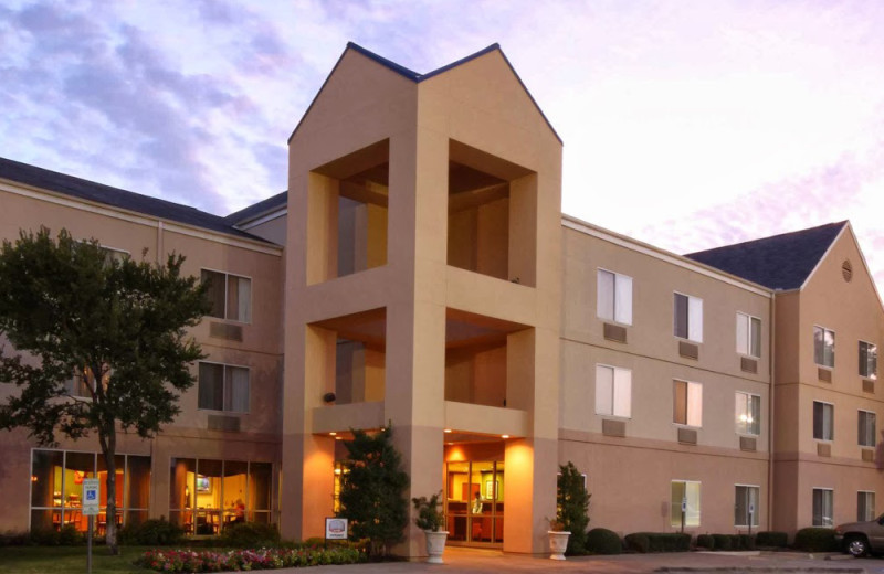 Exterior view of Fairfield Inn & Suites Dallas Market Center.