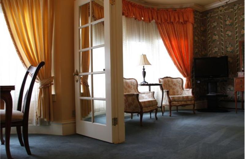 Guest room at Nob Hill Inn.