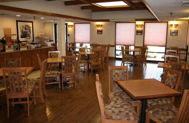 Dining room at Hampton Inn Springfield-South.