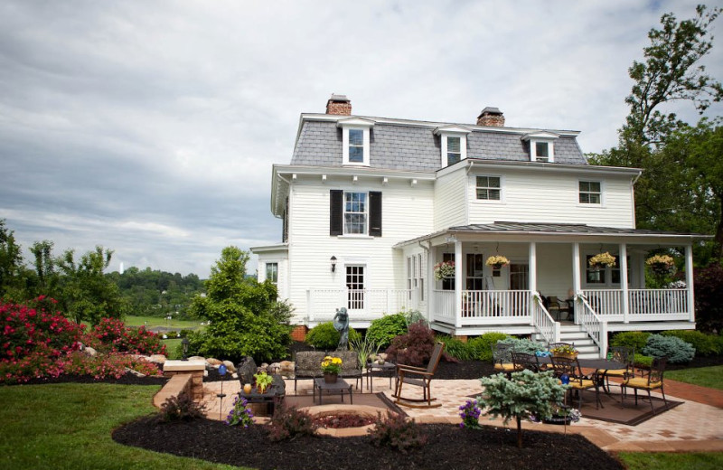Exterior view of Chestnut Hill Bed & Breakfast.