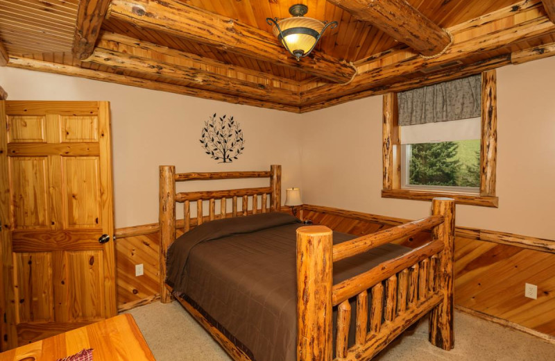 Guest room at Sojourner's Lodge & Log Cabin Suites.