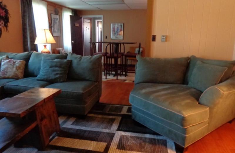 Lodge living room at HighWinds Lodge & Cottages.