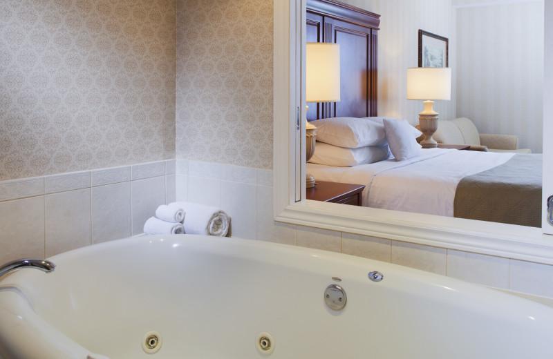 Soak in your tub at the DoubleTree Fallsview Niagara Falls
