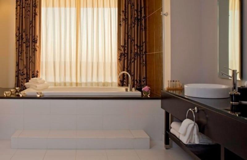 Suite bathroom at La Torretta Lake Resort.