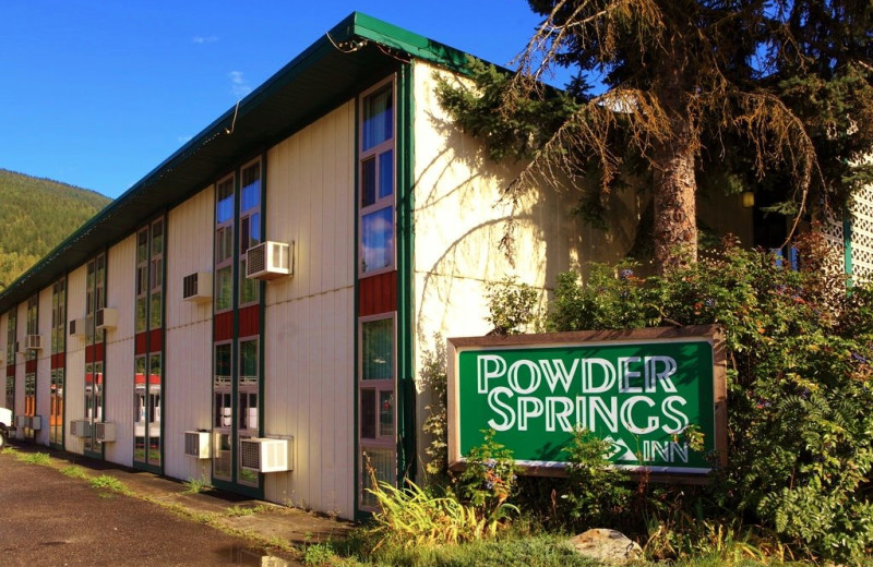 Exterior view of Powder Springs Inn.