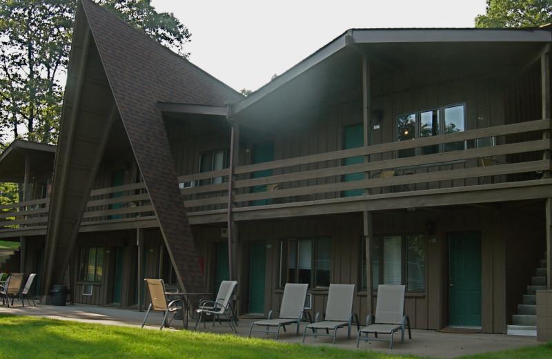 Exterior view of Chanticleer Inn.