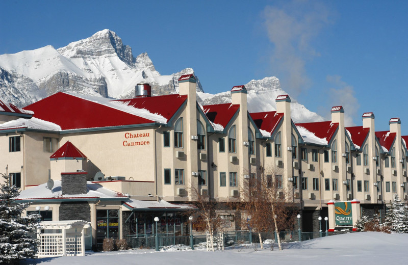 Exterior view of Quality Resort Chateau Canmore.