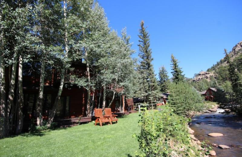 Cabins at Boulder Brook on Fall River