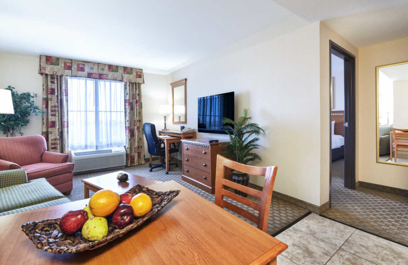 Guest room at Comfort Suites Goodyear.