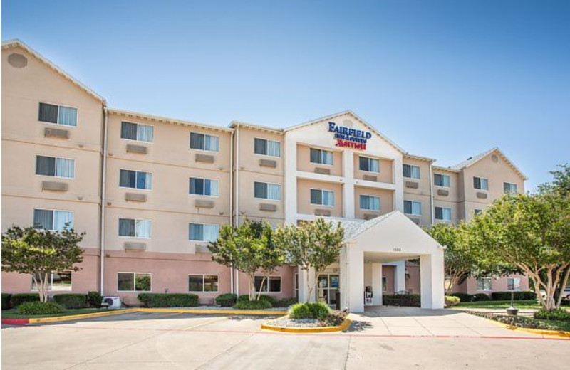 Exterior view of Fairfield Inn Fort Worth.