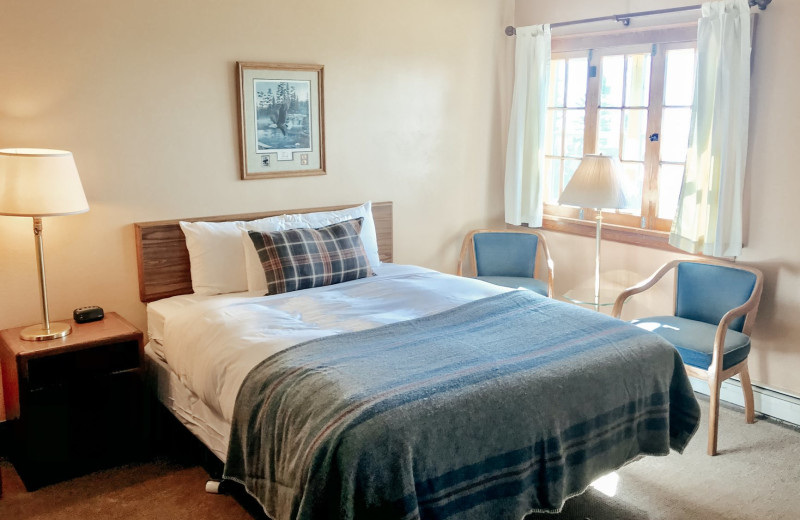 Guest room at Cascade Lodge.