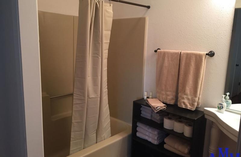Rental bathroom at Cozy Mountain Condo (AMM Properties).