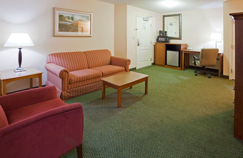 Guest living room at Holiday Inn Minneapolis.
