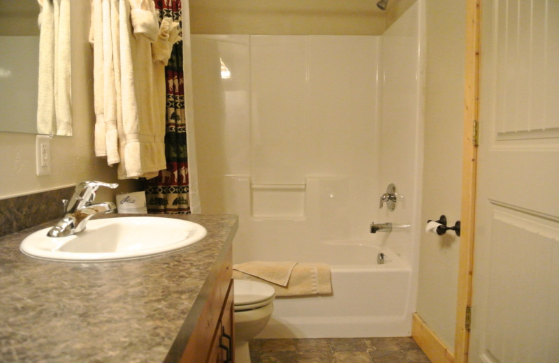 Cabin bathroom at Sawtelle Mountain Resort.