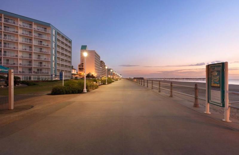 Exterior view of Surfbreak Oceanfront Hotel.