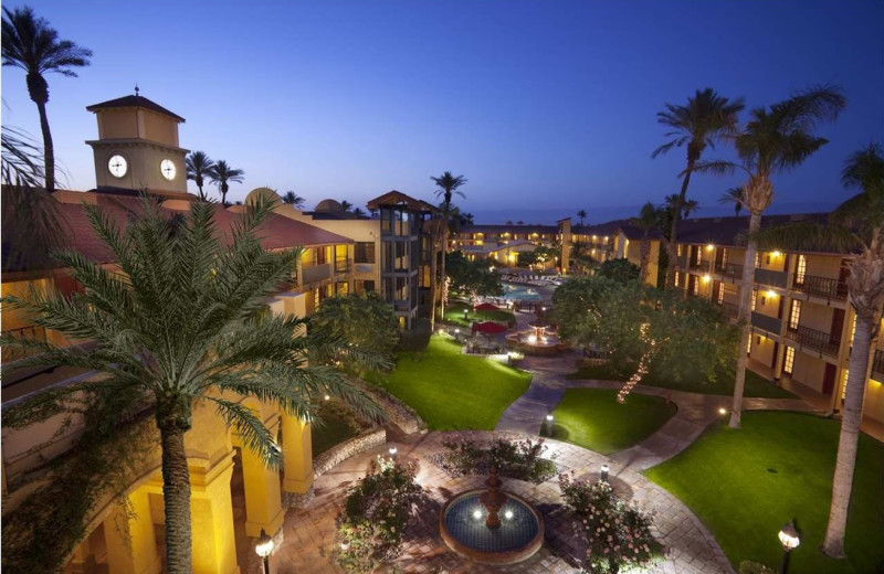 Exterior view of Embassy Suites Palm Desert.