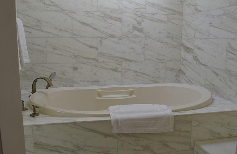 Guest bathroom at Palacio de Marquesa.