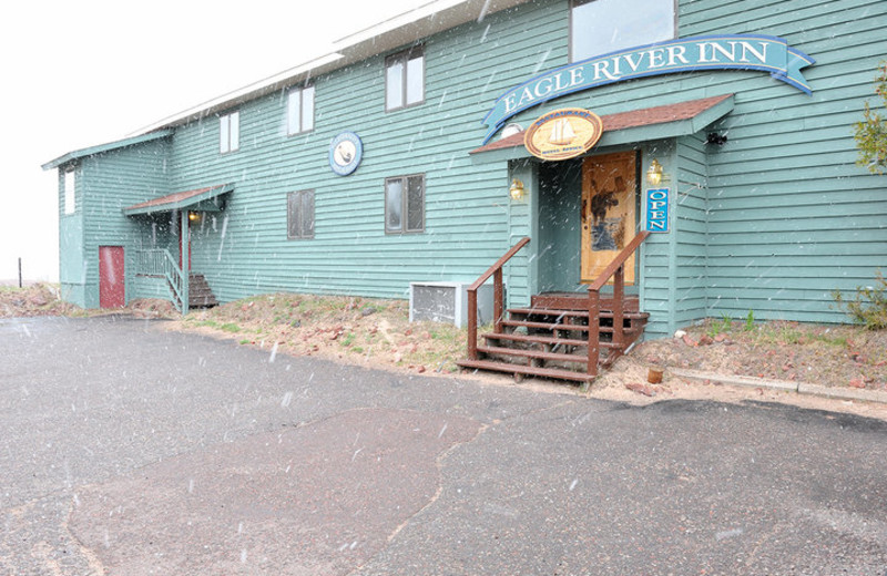 Exterior view of Eagle River Inn.