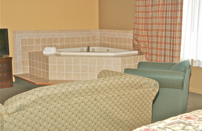 Guest hot tub at Stone Fence Resort.