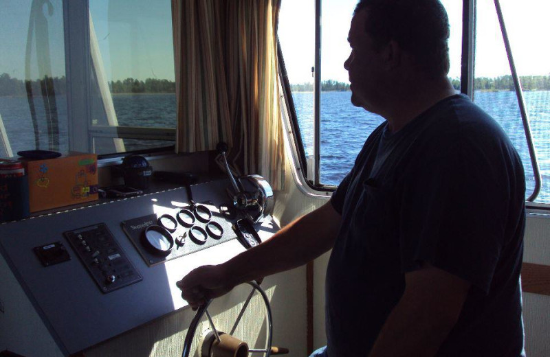 Driving the houseboat at Rainy Lake Houseboats.