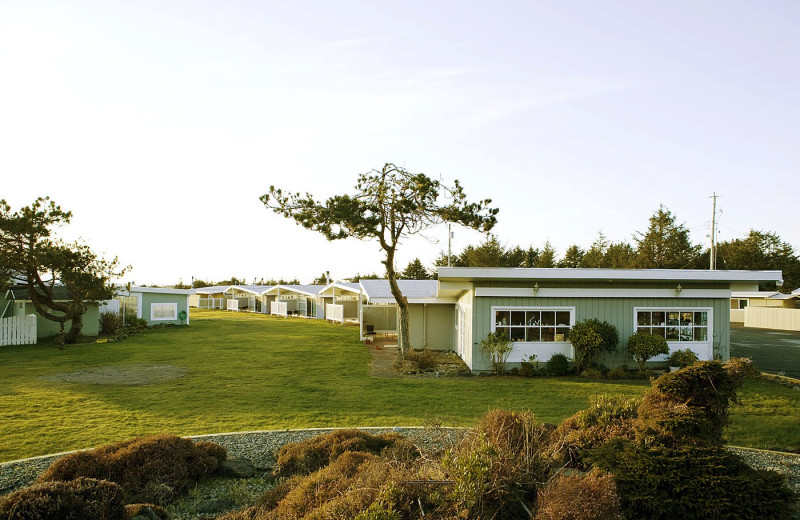 Exterior view of Beachwood Resort Condos.