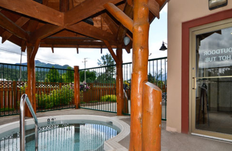 Outdoor hot tub at Best Western Plus Fernie Mountain Lodge.
