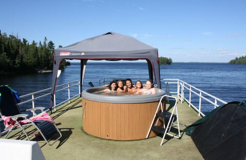 Houseboat hot tub at Rainy Lake Houseboats.