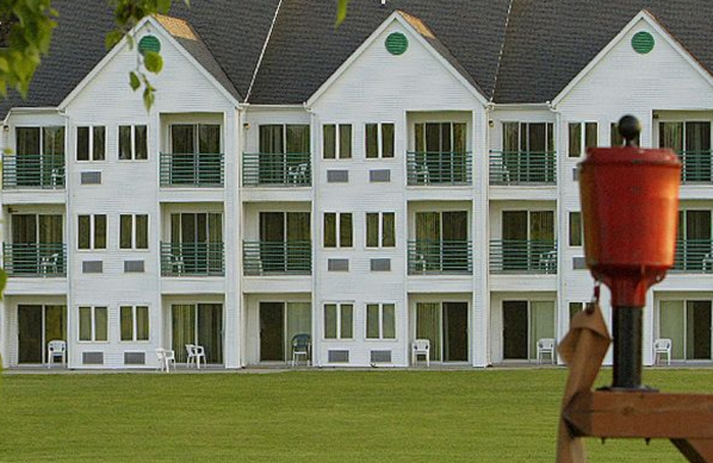 Exterior view of Lakeview Hills Golf Resort.