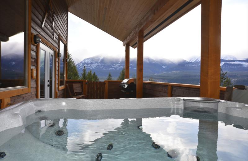Rental hot tub at Cedar House Restaurant & Chalets.