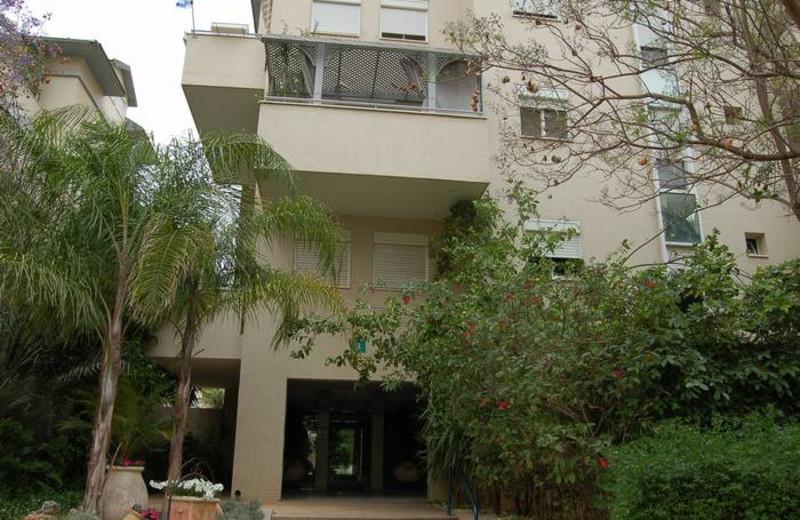 Exterior view of David Gaffan Holiday Apartments.