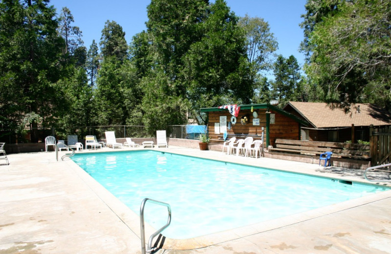Outdoor pool at Arrowhead Pine Rose Cabins.
