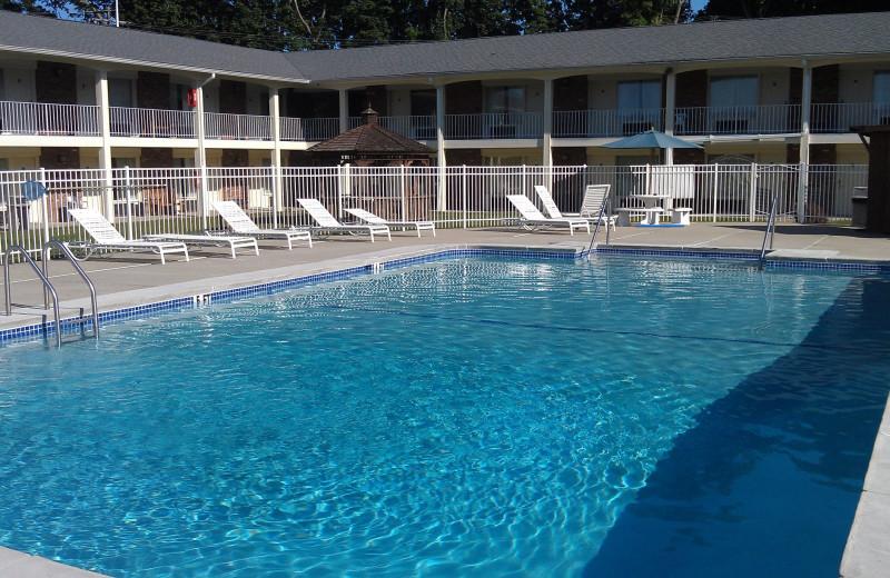 Outdoor pool at Crystal Inn - Eatontown.