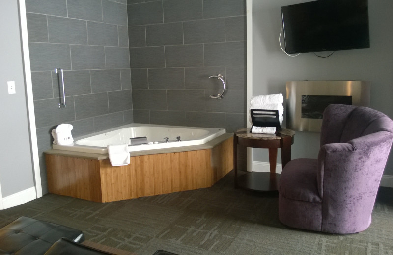 Guest jacuzzi at Miami Motel.