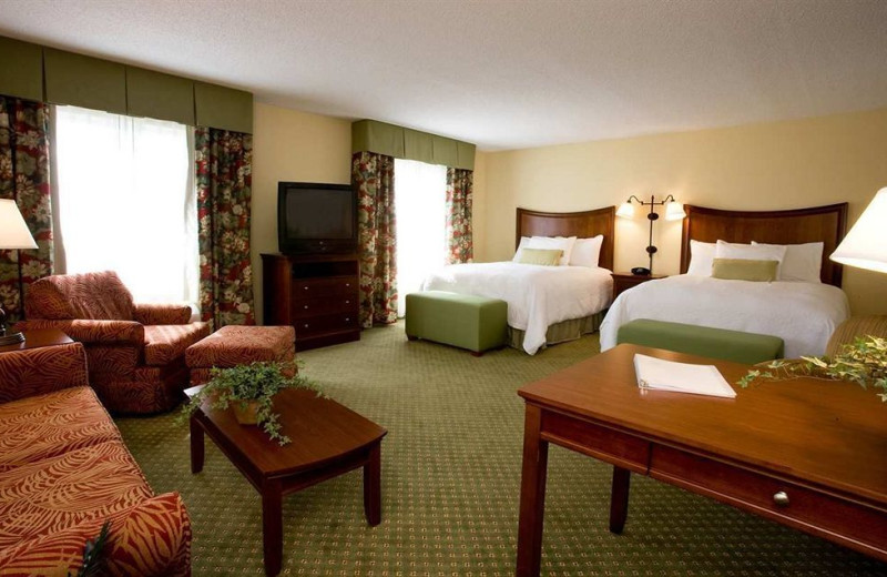 Guest suite at Hampton Inn & Suites Fort Myers-Colonial Blvd.