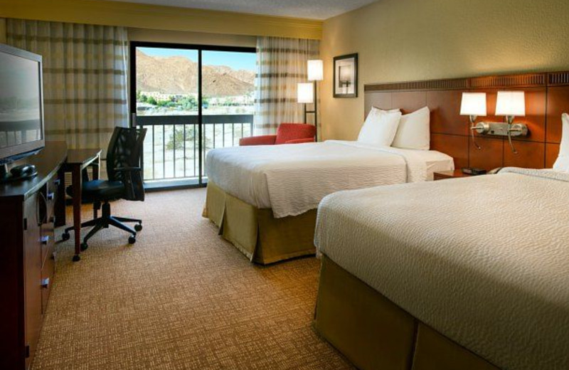 Double guest room at Courtyard Palm Springs.