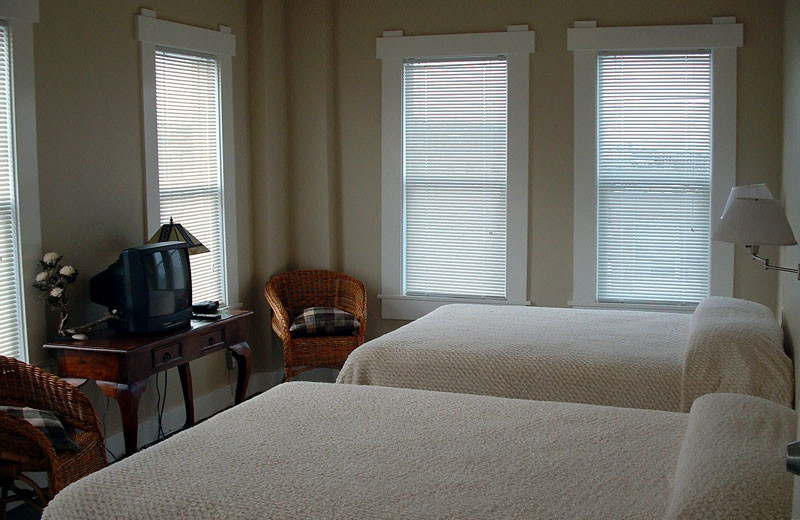 Guest room at Port Angeles Downtown Hotel.