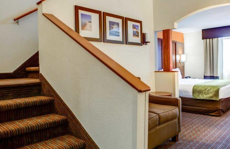 Guest room at Comfort Suites Stevensville - St. Joseph.