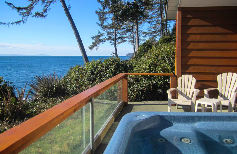 Guest hot tub at Fossil Bay Resort.