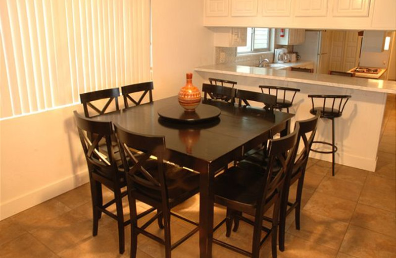 Rental dining room at Sandy Beach Rentals Inc.