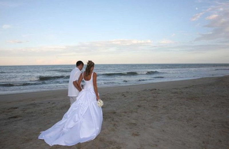 Wedding on the beach at Hampton Inn & Suites Outer Banks/Corolla.