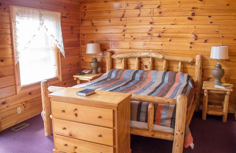 Log Post King Bed at Bears Treehouse