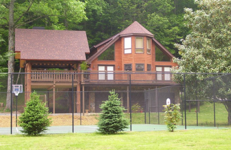 Private tennis court at Mountain Oasis Cabin Rentals.