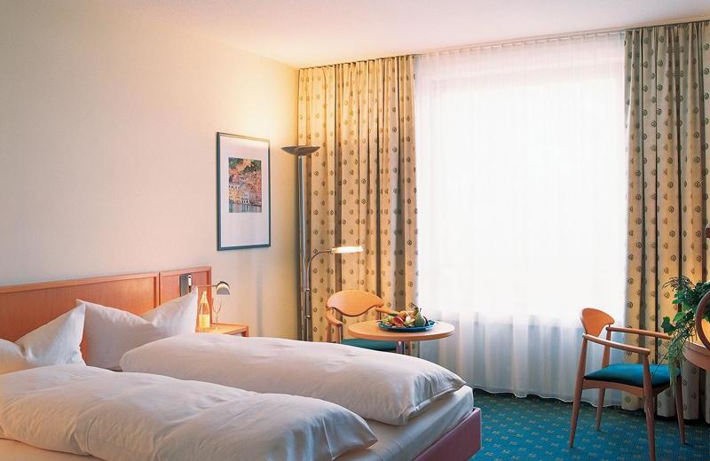 Guest room at Mövenpick Frankfurt/Oberursel.