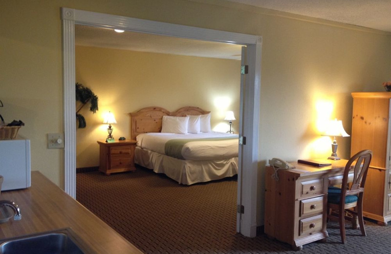 Master suite at Inn at Grand Glaize.