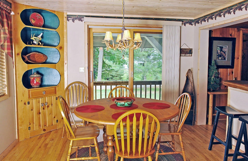Cottage dining room at The Beacons of Minocqua.