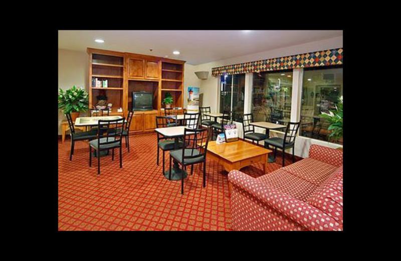 Dining room at Mainstay Suites Hayward.