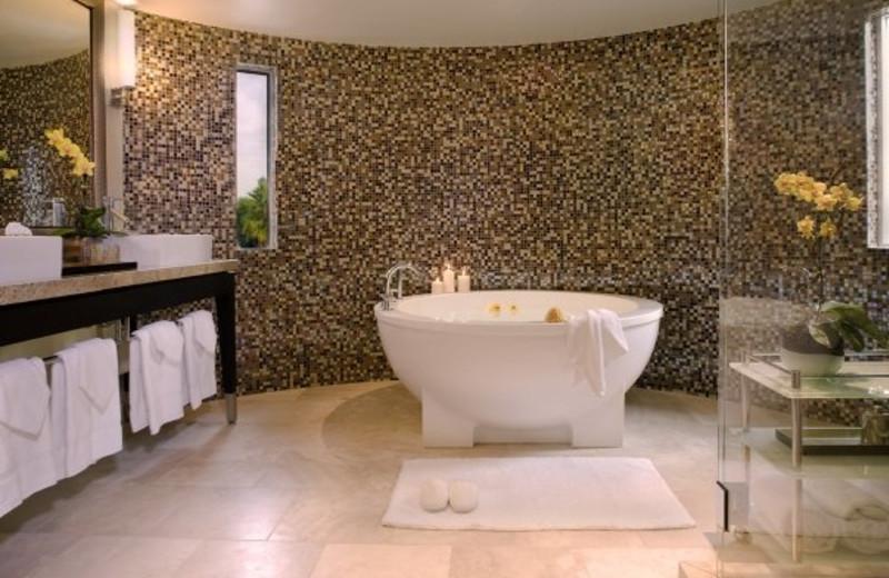 Guest bathroom at Sunset Marquis Hotel & Villas.